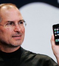 steve-jobs-iphone-2g